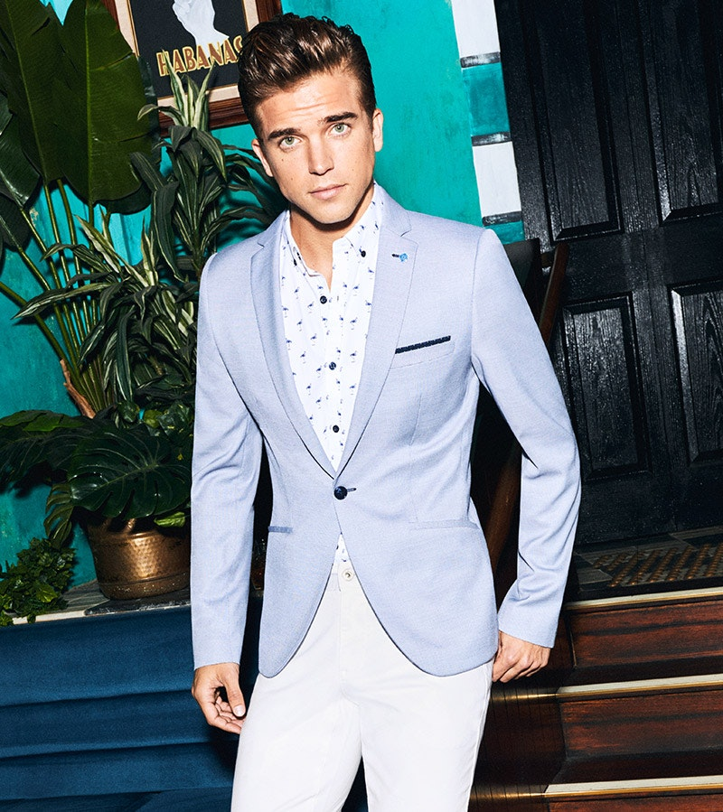 Blazers for men, stay sharp and trendy